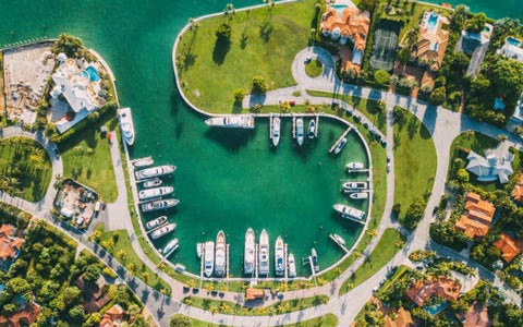 Miami houses boats sea from above